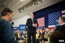 共和党总统参选人杰布·布什在新罕布什尔初选中面临严峻挑战。(美国之音记者方正拍摄)