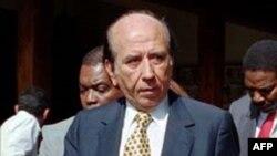 Cựu Tổng Thống Venezuela Carlos Andres Perez (hình năm 1996)