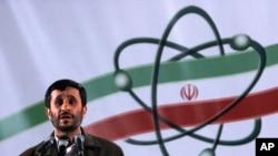 Iranski predsednik Mahmud Ahmadinedžad govori na ceremoniji u objektu za obogaćivanje uranijuma u Natanzu (arhiv)