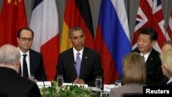 제4차 핵안보정상회의 이틀째인 1일 바락 오바마 미국 대통령(가운데)이 P5+1 정상들과 다자회담을 하고 있다. 오른쪽은 시진핑 중국 국가 주석, 왼쪽은 프랑수아 올랑드 프랑스 대통령.