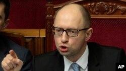 Thủ tướng Arseniy Yatsenyuk nói rằng người Ukraine sẽ không để cho 'bọn thổ phỉ được nước ngoài bảo trợ' phá hoại cuộc bầu cử.