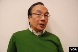 公民黨黨魁梁家傑表示,挑釁行為類似中共的群眾運動,「拉一派打一派」