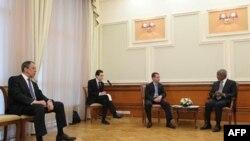 Президент России Дмитрий Медведев и спецпосланник ООН/ЛАГ по Сирии Коффи Аннан на встрече в Москве (слева: министр иностранных дел России Сергей Лавров), 25 марта 2012