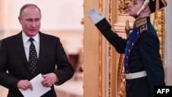 Le président russe Vladimir Poutine avant une réunion du Conseil d'Etat au Kremlin à Moscou le 27 décembre 2017.