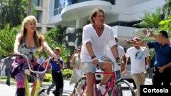 """El video se estrenó en YouTube dos meses después de que """"La Bicicleta"""" saliera a la luz. Cuenta con más de siete millones de vistas en la red social."""