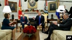 上星期二,美國總統特朗普和國會民主黨高層領導人在美墨邊境修建隔離牆的資金問題上發生激烈衝突。