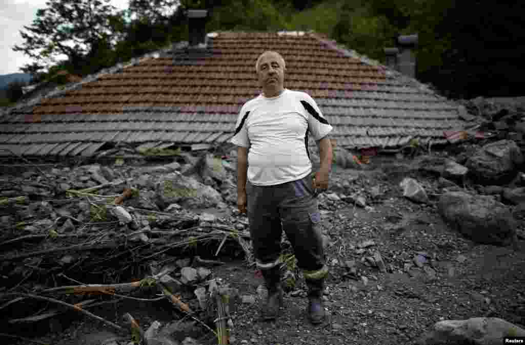 Serif Gracic poses on the roof of his flood-damaged house in Topcic Polje, Bosnia-Herzegovina, May 20, 2014.