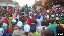 Comício da UNITA, durante a campanha para as eleições de 2012 (VOA)