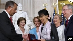 19, 2012, as former first lady Laura Bush, back left, House Democ