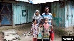 Cox's Bazar ဒုကၡသည္စခန္းကေန ျမန္မာႏိုင္ငံဘက္ျပန္မသြားခ်င္တဲ့အတြက္ ေဆြမ်ဳိးေနအိမ္မွာ ပုန္းေအာင္းေနတဲ့ ရိုဟင္ဂ်ာမိသားစု