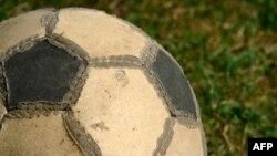 توپ فوتبال گم شده در سونامی ژاپن در آلاسکا پيدا شد