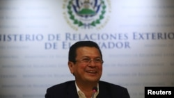 El ministro de Relaciones Exteriores de El Salvador, Hugo Martínez, viaja a Washington para reunirse con congresistas estadounidenses por DACA.