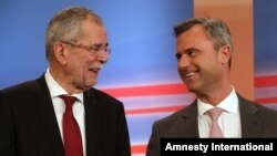 FILE - Norbert Hofer (R), candidate of Austria's Freedom Party, FPOE, talks to Independent Alexander Van der Bellen, candidate of the Austrian Greens during the release of first round presidential elections results in Vienna, Austria, April 24, 2016.