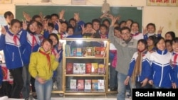 Sáng kiến 'Sách hóa nông thôn' của anh Nguyễn Quang Thạch đã giúp xây dựng trên 9.000 tủ sách các loại tại 26 tỉnh-thành.