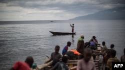 Balobi mbisi na masuwa na lake Tanganyika na Uvira, Sud-Kivu, 22 mars 2915/