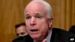 Según el senador John McCain, discurso de Obama deja muchas preguntas cruciales sin respuesta.