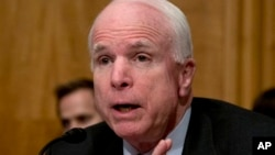 Arizonalik AQSh senatori respublikachi Jon Makkeyn