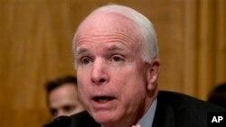Thượng nghị sĩ đảng Cộng hòa John McCain cho rằng Tổng thống Obama đã không thực hiện lời hứa ngăn chặn những hành vi tàn ác ở Syria.