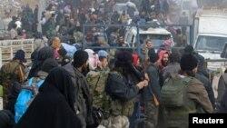Жители Алеппо ожидают возможности эвакуироваться. 16 декабря 2016 г.