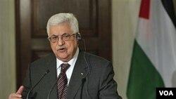 Presiden Palestina, Mahmoud Abbas mendapat kunjungan dari 100 anggota DPR Israel di Tepi Barat, Minggu 19 Desember 2010.