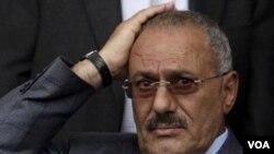 Presiden Yaman Ali Abdullah Saleh akan menandatangani rencana penyerahan kekuasaan di Riyadh, Saudi Arabia.
