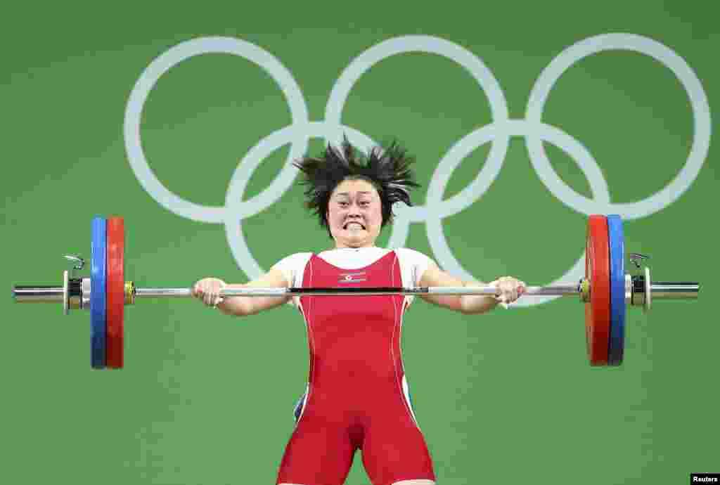 Choe Hyo Sim of North Korea competes in the women's 63kg weightlifting final at the  Rio Olympics in Rio de Janeiro, Brazil, Aug. 9, 2016.