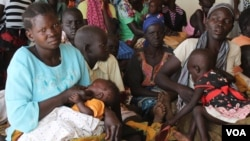 South Sudanese refugees wait at a health center in Maaji settlement, Adjumani district, northern Uganda, June 14, 2017. (H. Athumani/VOA)