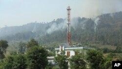 کشمیر میں کنٹرول لائن کے آر پار گولہ باری سے اُٹھنے والا دھواں۔ فائل فوٹو