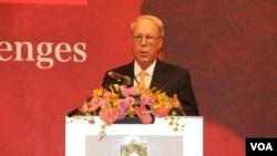 """前美國在台協會主席薄瑞光(Raymond Burghardt)在台北參加""""當前中國大陸的發展與挑戰""""的研討會時發表演講。(2019年8月30日,美國之音林楓拍攝)"""