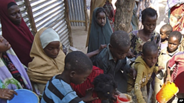 Children from southern Somalia get cooked food at a local NGO's compound in Mogadishu, Somalia, September14, 2011. (File)
