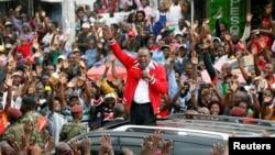 Uhuru Kenyatta s'adresse à la foule lors d'une meeting, Nairobi, le 23 octobre 2017