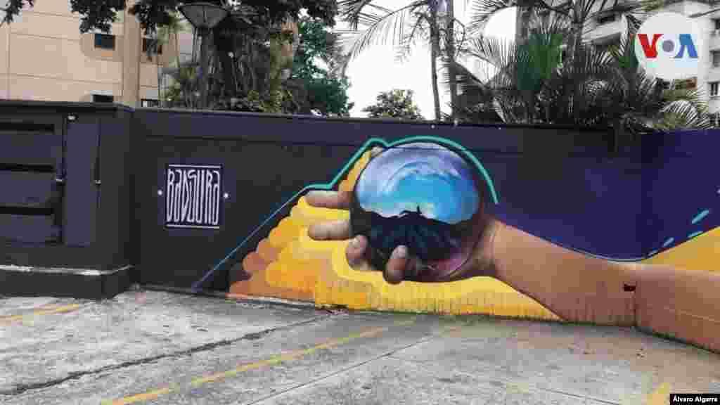 """'Badsura' explica a la VOA que además de crear un concepto, con sus murales también busca enviar """"un mensaje que es tan importante para la sociedad""""."""