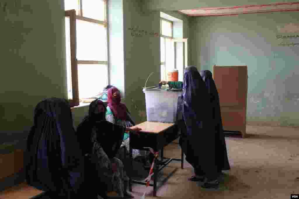 زنان در تخار در دوم انتخابات ریاست جمهوری افغانستان رای دادند