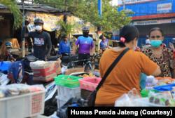 Gubenur Jawa Tengah Ganjar Pranowo terjun mengawasi pelaksanaan PPKM Darurat hari pertama di Semarang. Foto Humas Pemda Jateng