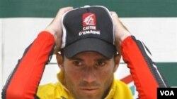 Atlet balap sepeda Spanyol, Alejandro Valverde, dilarang bertanding hingga Januari 2012 karena terbukti menggunakan zat terlarang.