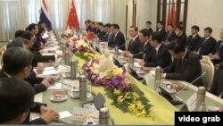 2014年12月19日,中國與泰國簽署中泰鐵路和農產品貿易合作諒解備忘錄 (視頻截圖)