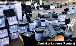 Kotak suara dan bahan pemilihan lainnya terlihat di pusat penghitungan Kampala setelah pemilihan presiden dan parlemen di Kampala, Uganda 15 Januari 2021. (Foto: REUTERS/Abubaker Lubowa)