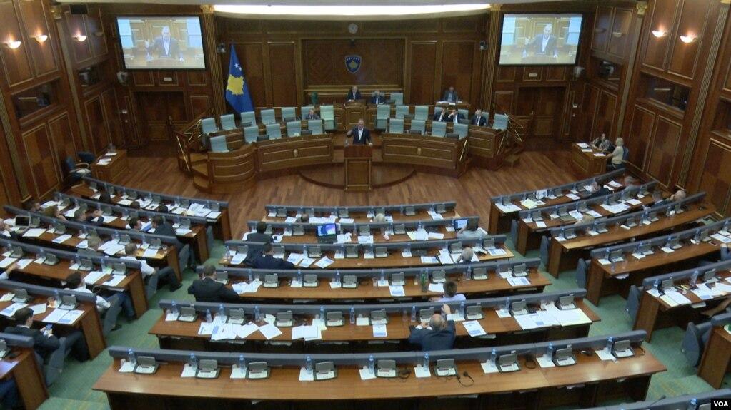 Kosovë: Parlamenti debaton për të ardhmen e bisedimeve me Serbinë