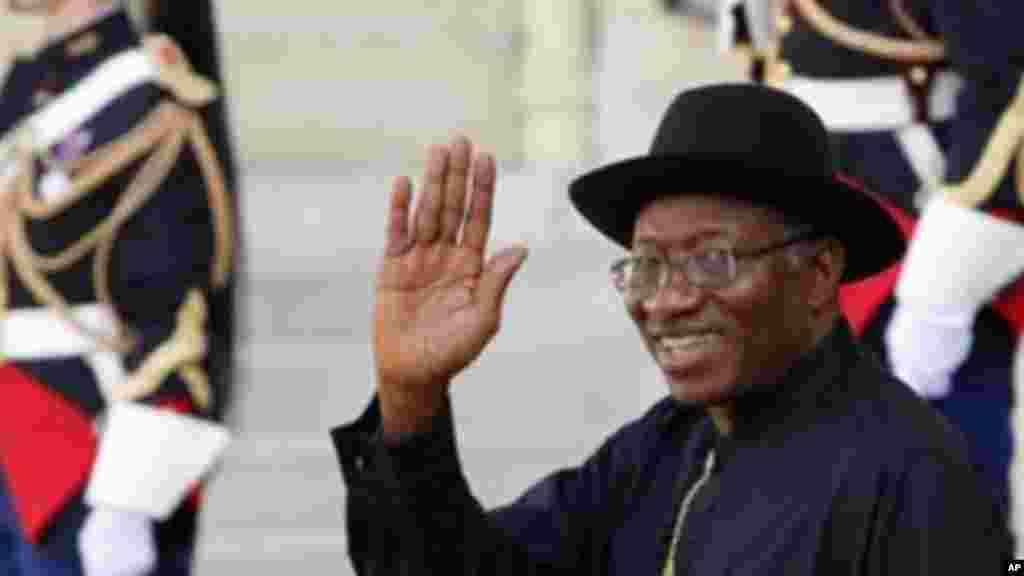 Shugaban Najeriya Goodluck Jonathan a wajen Taro kan Tsaro a Najeriya, a Zauren Elysee a Paris, 17 ga, Mayu 2014.