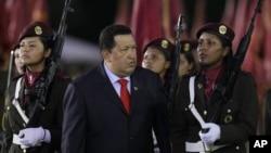 El presidente de Venezuela, Hugo Chávez, durante la ceremonia del aniversario 75 de la Guardia Nacional Bolivariana.
