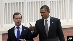 US President Barack Obama, right, and Russian President Dmitry Medvedev share a word on their way to a lunch meeting at the Villa le Cercle during the G8 summit in Deauville, France, May 26, 2011.