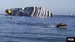 Las autoridades están preocupadas respecto a las casi 2.500 toneladas métricas de combustible que aún permanecen en los tanques del barco.