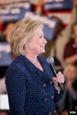 希拉里·克林顿目前在年轻选民中的支持率落后于对手、佛蒙特州联邦参议员伯尼·桑德斯。(美国之音记者方正拍摄)
