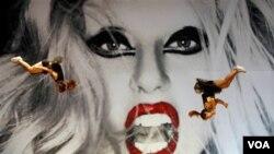 Las ganancias de varios contratos de Lady Gaga son destinadas a luchar contra el acoso escolar y el Sida.