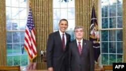 O'zbekiston elchisi Ilhom Ne'matov Oq Uyda AQSh prezidenti Barak Obama bilan, 29 mart 2010