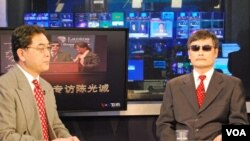 Chinese dissident Chen Guangcheng (right) is interviewed by VOA's Huchen Zhang