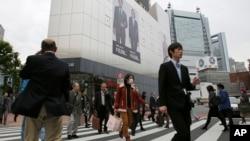 Jumlah orang yang bunuh diri di Jepang tahun 2014 adalah 25.427, kedua tertinggi di antara negara-negara G-8 setelah Rusia.