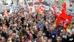 니콜라 사르코지 대통령의 연금개혁 입법에 반대하는 시위대