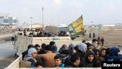 ساکنین موصل در حال خروج از شهر- ۲۸ دسامبر