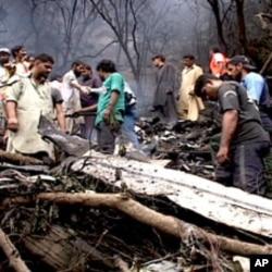 مارگلہ کی پہاڑیوں میں تباہ شدہ جہاز کا ملبہ